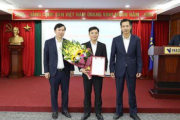 Lễ công bố và trao quyết định bổ nhiệm lại giám đốc Công ty TNHH Đầu tư và Dịch vụ đô thị VINA2