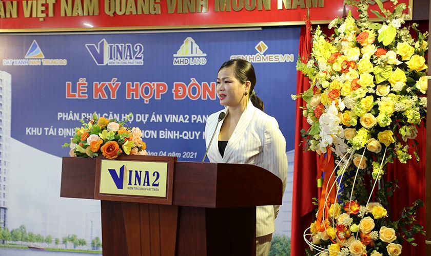 Bà Trần Minh Hồng phát biểu
