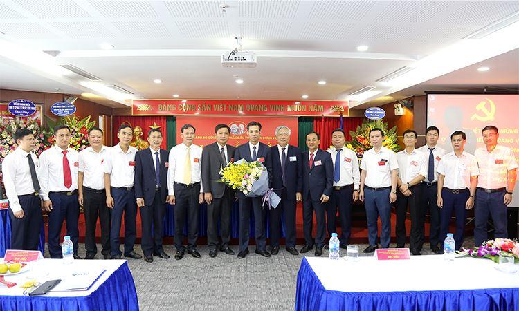 BCH Đảng bộ Công ty cổ phần Đầu tư và Xây dựng VINA2 khóa XII nhiệm kỳ 2020 - 2025 ra mắt Đại hội
