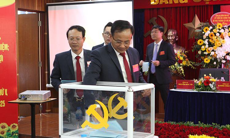 Ông Đỗ Trọng Quỳnh bỏ phiếu bầu cử