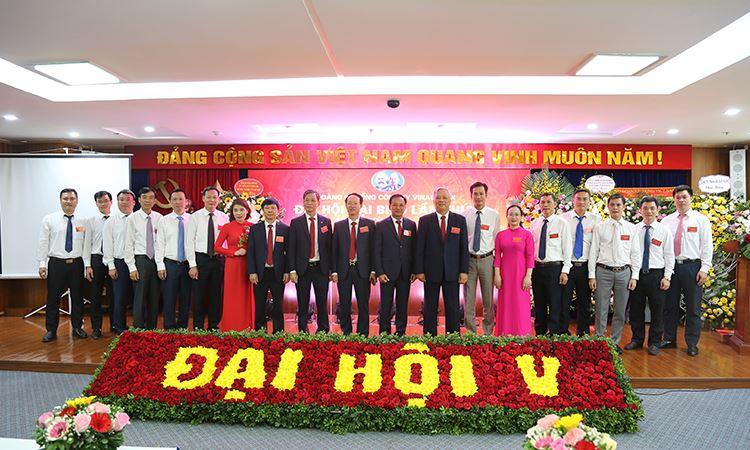 Đoàn đại biểu VINA2 chụp ảnh lưu niệm cùng đoàn chủ tịch tại Đại hội