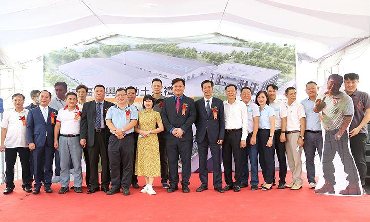 Các Đ/c lãnh đạo chụp ảnh lưu niệm tại buổi lễ