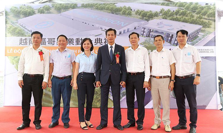 Ban lãnh đạo VINA2 chụp ảnh lưu niệm tại buổi lễ